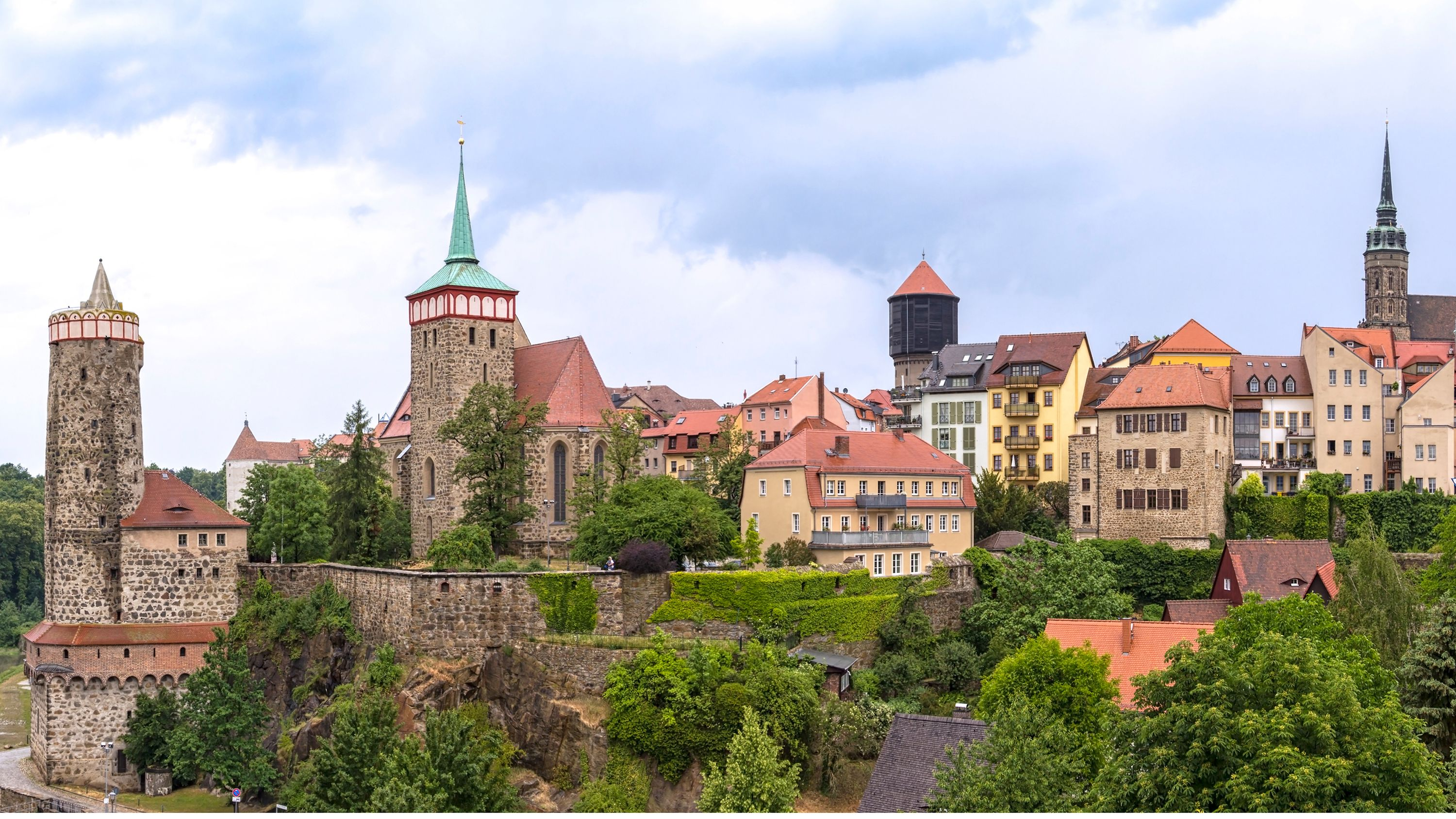Telekom launches fiber-optic roll-out in Bautzen district.