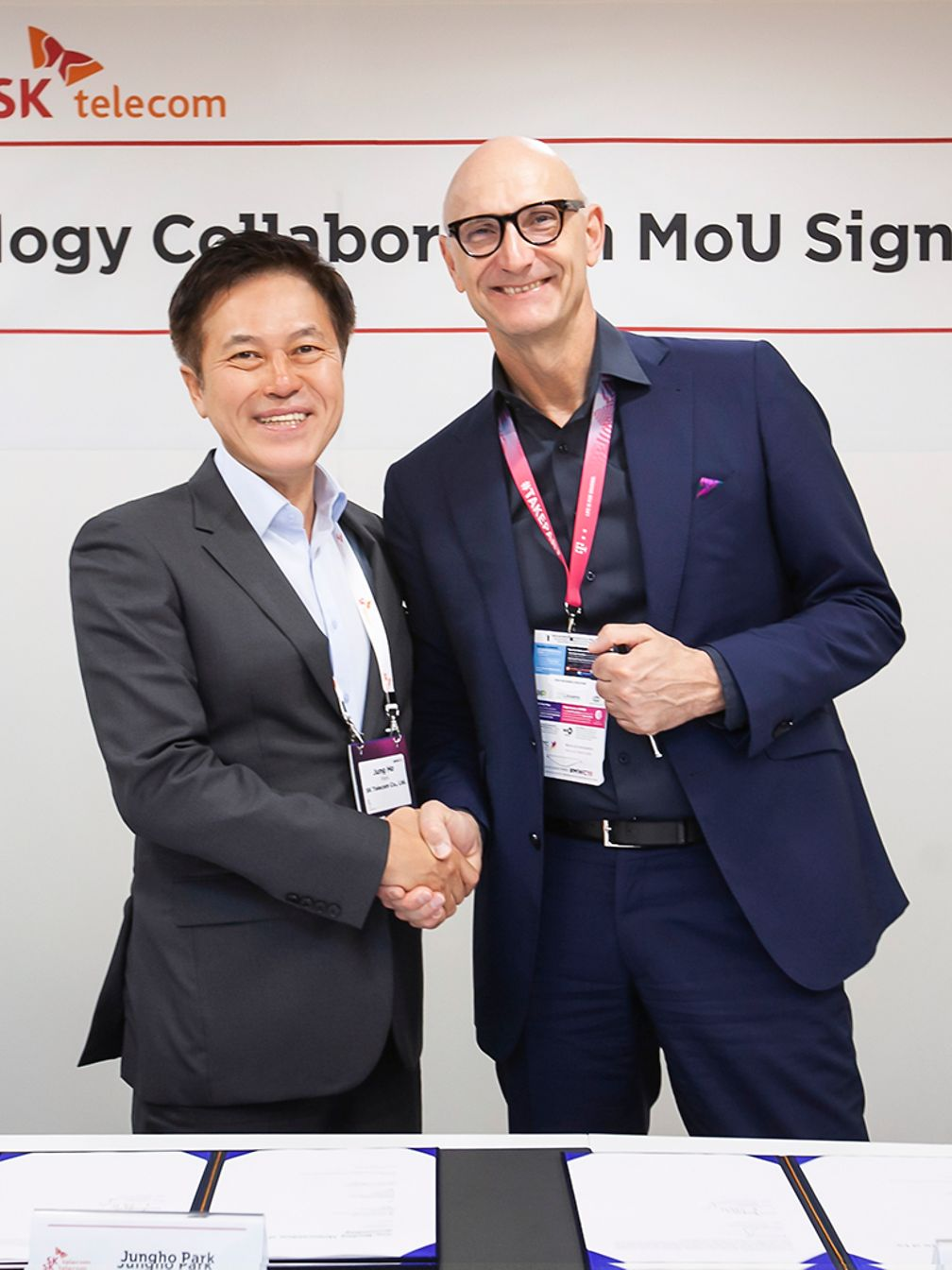 Tim Höttges, CEO of Deutsche Telekom, and Park Jung-ho, CEO and President of SK Telecom