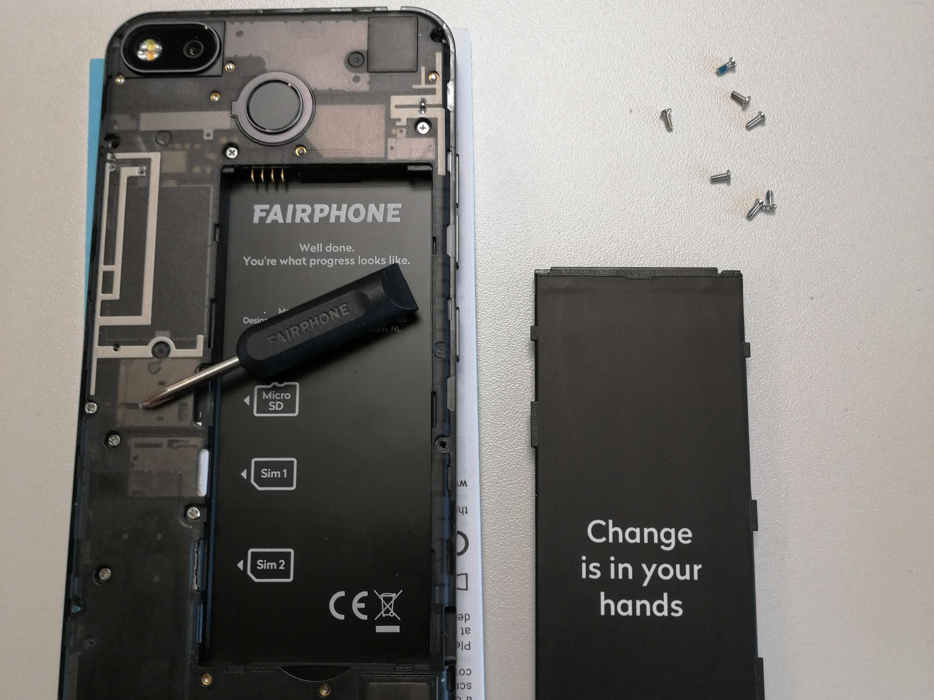 The disassembled Fairphone.