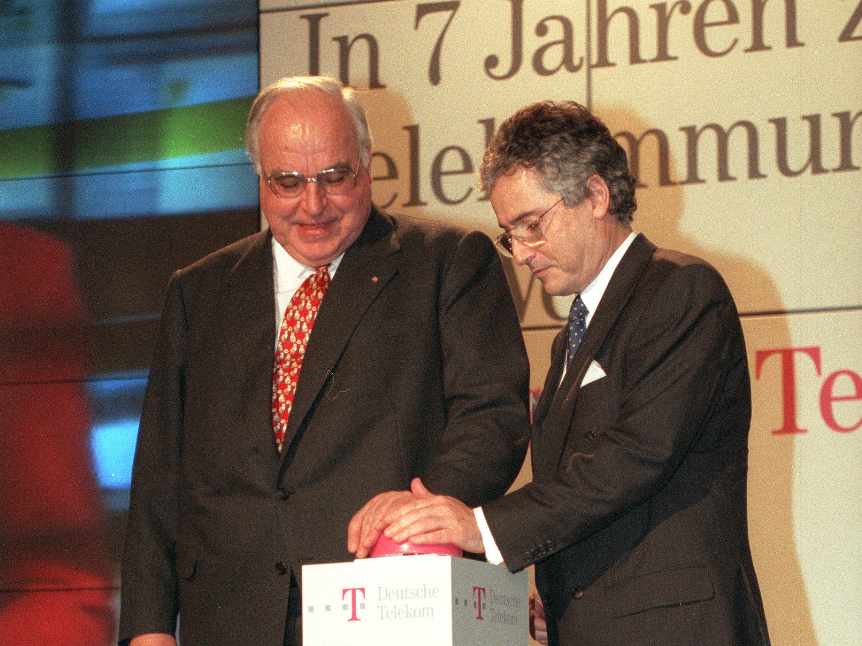 From left: Helmut Kohl and Ron Sommer.