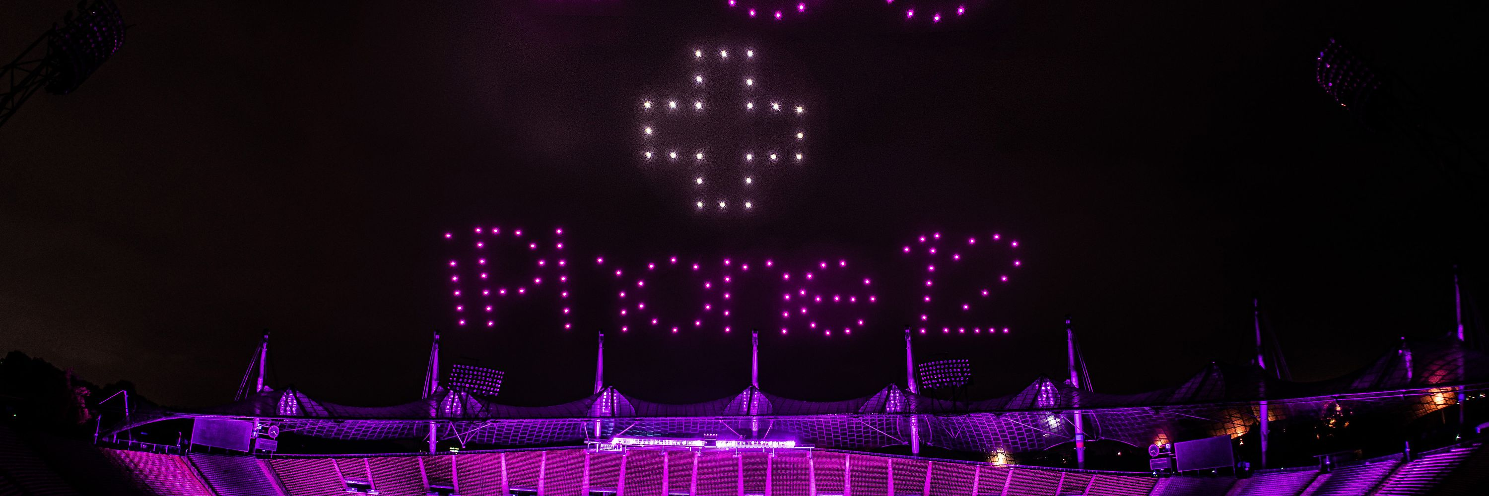 Spectacular magenta 5G-light show with 300 drones